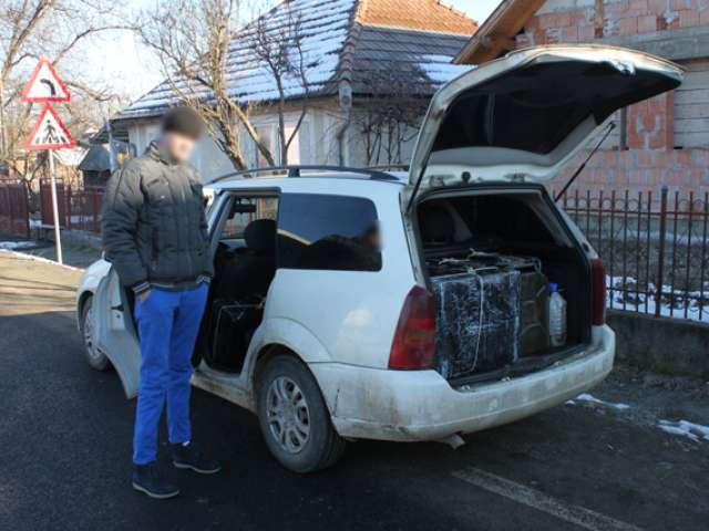 Autoturism plin cu tigari, descoperit in trafic