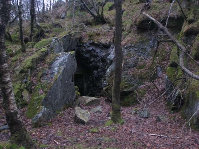 Buncăre, tranşee şi două situri care provin din epoca paleoliticului, descoperite în Munţii Maramureşului