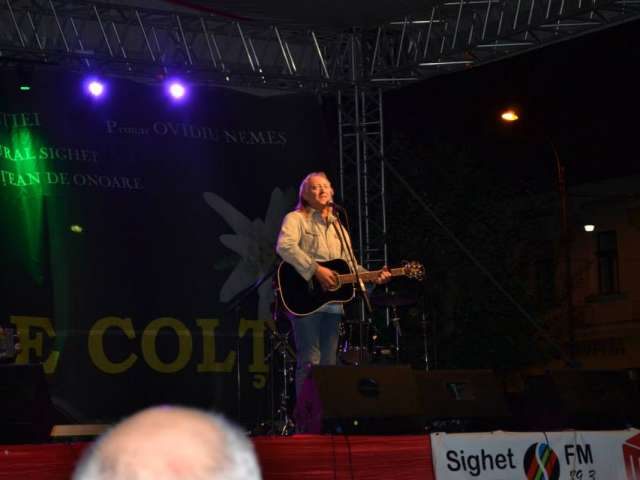 """FOTO + VIDEO: A doua ediție a Festivalului de muzică Folk """"Floare de Colț"""", un succes"""