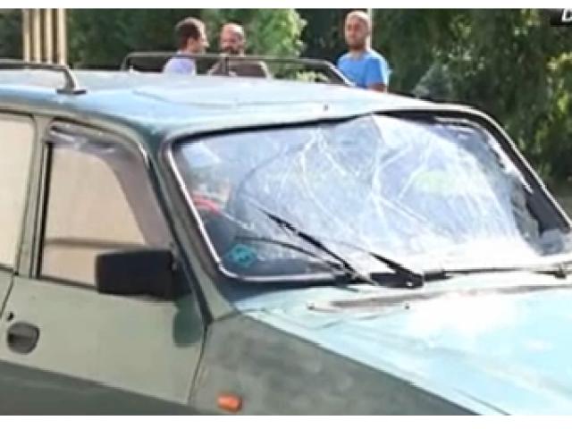 VIDEO - Adrian Sobaru a intrat cu forța cu mașina în gardul Guvernului, rupând bariera de securitate