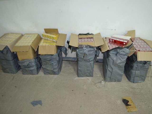 SARASĂU: Țigări de contrabandă în valoare de peste 35.000 lei ascunse într-un autoturism
