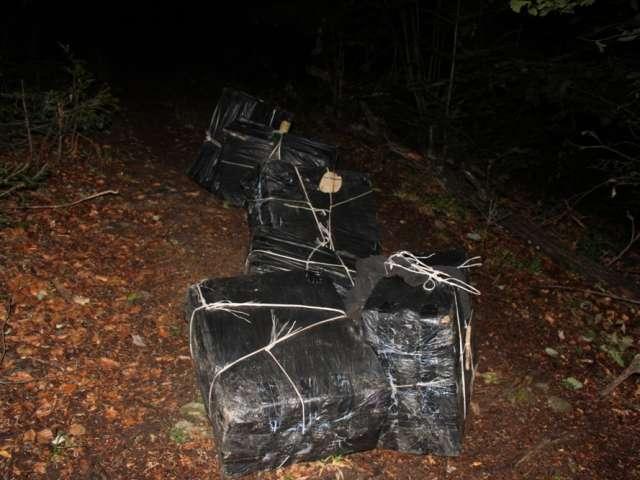 FOTO - Ţigări de contrabandă ascunse în rezervorul unui autoturism