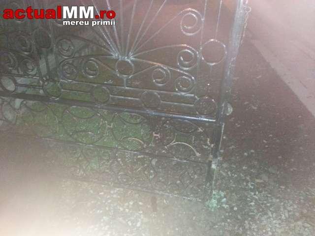 BORȘA: ATAC MAFIOT – Clanul Botezanilor au intrat cu Jeep-urile în curtea familiei Mariș din Borșa și au distrus tot (FOTO)