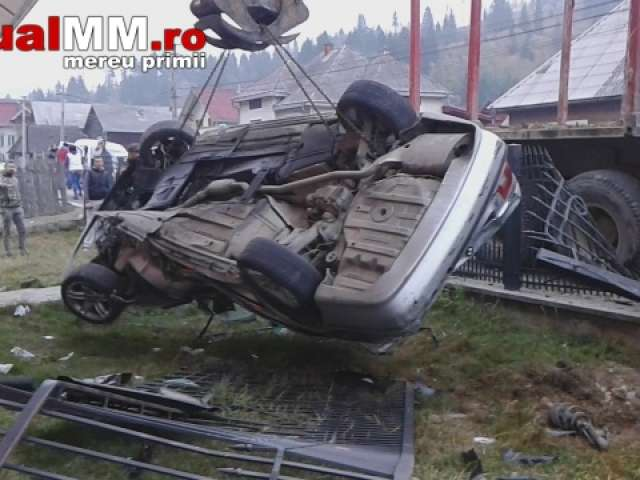 BORȘA - Tânăr internat în spital după ce a plonjat cu mașina într-o casă