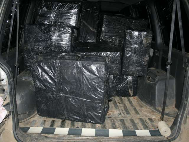 FOTO & VIDEO - CAPTURĂ RECORD ÎN MARAMUREȘ: Peste 80.000 de pachete de ţigări de contrabandă, confiscate