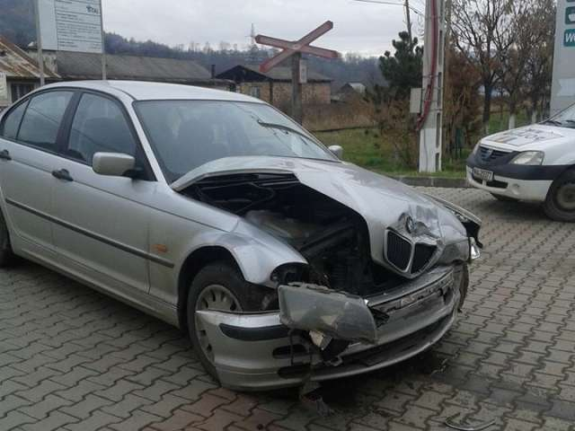 Accident la Vişeu de Sus. O persoană a fost rănită şi trei maşini avariate