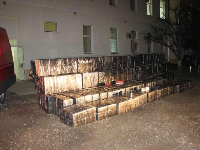 VIDEO - ITPF Sighetu Marmației: Grupare infracţională organizată, axată pe contrabandă cu ţigări, destructurată. Şapte persoane au fost reţinute