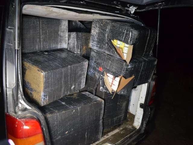 FOTO - SIGHET: Ţigări de contrabandă în valoare de 240.000 lei, confiscate de către poliţiştii de frontieră