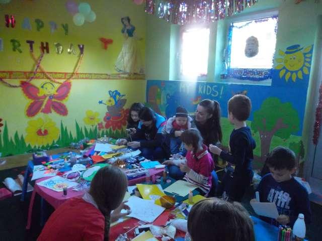"""GALERIE FOTO - Campania """"AJUTĂ DIN SUFLET"""" a continuat cu un Atelier de creație în scop caritabil"""