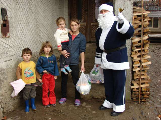 Poliţiştii din Sighetu Marmaţiei au donat produse alimentare unor familii nevoiaşe
