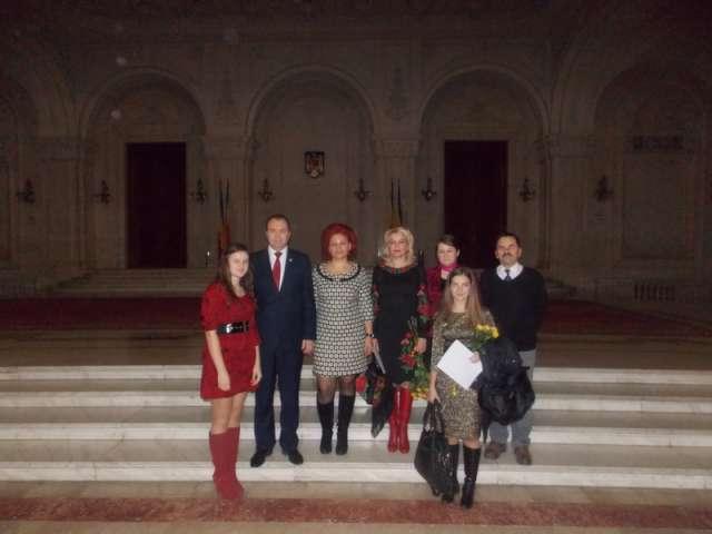 """FOTO - Premierea olimpicilor internaționali ai C.N. """"Dragoș-Vodă"""" la Palatul Parlamentului"""