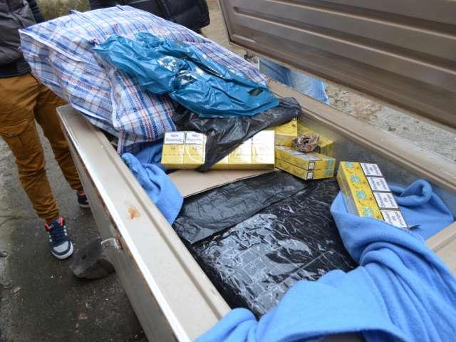 VIDEO: Ţigări de contrabandă ascunse într-o ladă frigorifică la Sighet. Contrabandişti depistaţi şi la Sarasău