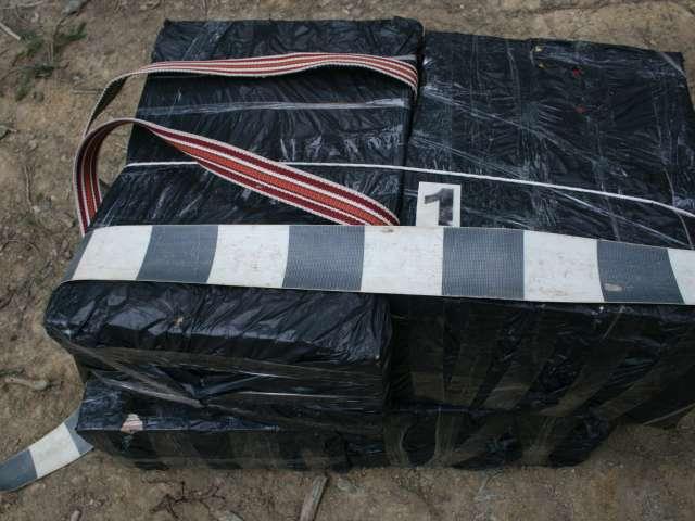 FOTO - 7.000 pachete ţigări de contrabandă, confiscate la frontiera cu Ucraina