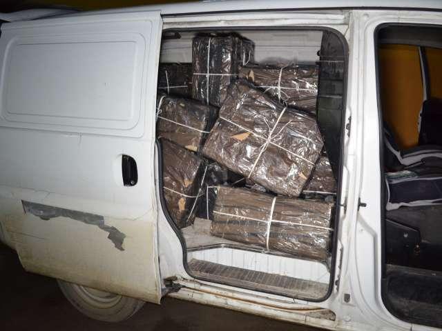FOTO & VIDEO - 18.000 de pachete de ţigări de contrabandă, confiscate de poliţiştii de frontieră