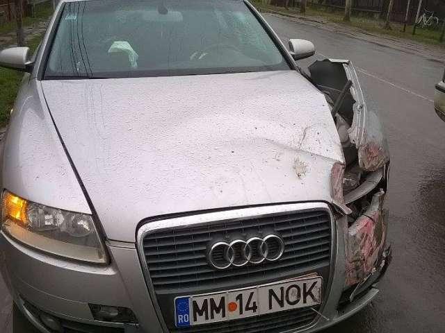 FOTO: ACCIDENT SIGHET - O autoutilitară mică, lovită în plin de către un Audi la intersecția străzilor A. Iancu cu Grigorescu