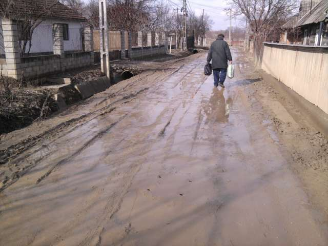 """FOTO - Bine ați venit în """"MLAȘTINA SIGHETU MARMAȚIEI"""" - Strada Valea Cufundoasă este impracticabilă ca urmare a lucrărilor de apă-canal ce se execută în zonă"""