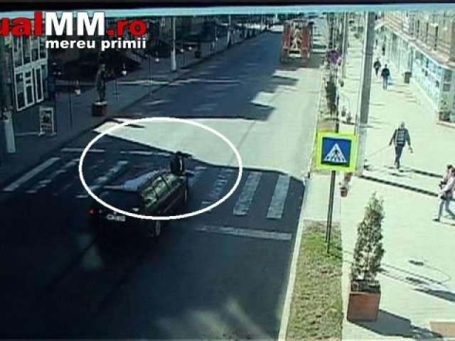 VIDEO ȘOCANT - BAIA SPRIE: Cu toate că a fost amendat pentru depășirea vitezei legale, a lovit un bătrân pe trecerea de pietoni