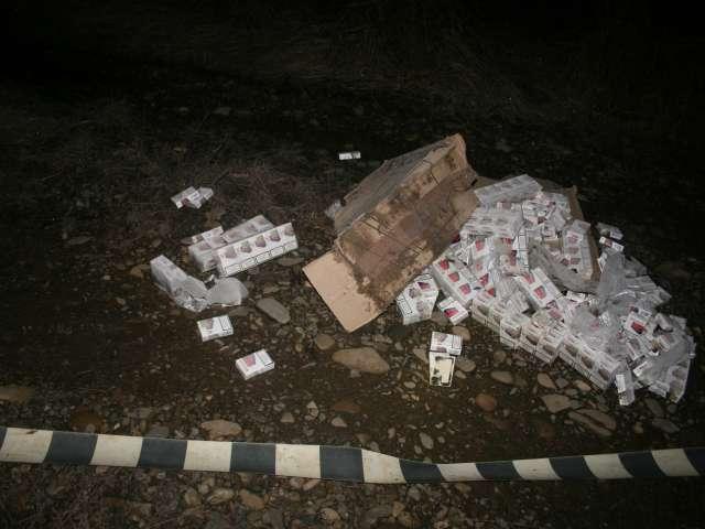 VIDEO: Doi cetăţeni ucraineni cercetaţi pentru contrabandă şi ţigări în valoare de peste 140.000 lei confiscate de polițiștii de frontieră