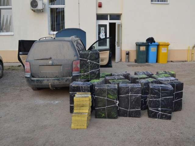 VIDEO - Urmăriri în trafic şi peste 13.000 pachete ţigări confiscate de către Poliția de frontieră