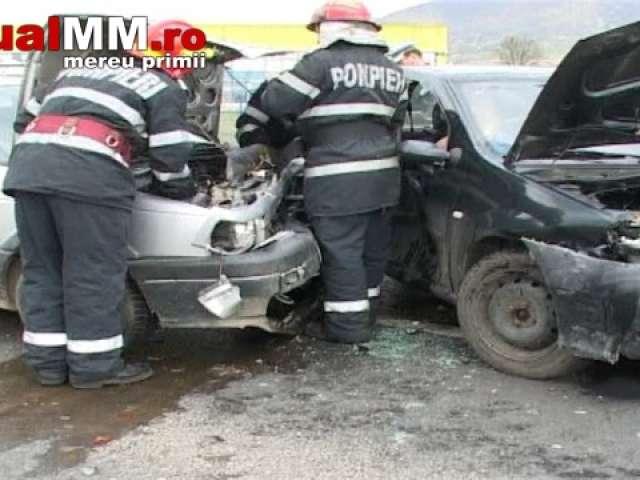 VIDEO: BAIA MARE - Accident rutier cu cinci victime în zona Metro