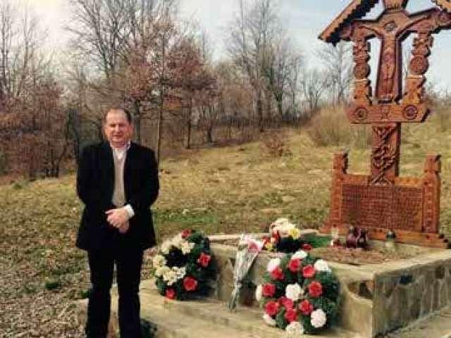 Ambasadorul Republicii Polone s-a recules în ziua de Paști la mormântul eroilor din Berbești