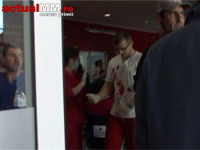 VIDEO - Doi frați s-au înjunghiat în stradă și apoi s-au luat la bătaie în Unitatea Primire Urgențe a Spitalului județean