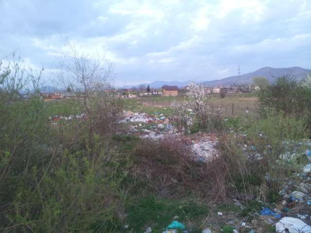 SIGHET: FOTO - Malul râului Iza a ajuns groapa de gunoi a orașului