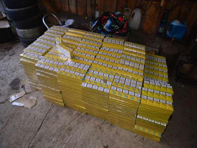 VIDEO - Grupare infracţională axată pe contrabandă cu ţigări, destructurată de Poliția de Frontieră