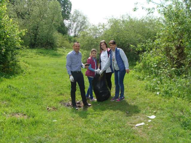 LET`S DO IT, ROMANIA! - Acțiuni de ecologizare a orașului organizată de elevii sigheteni