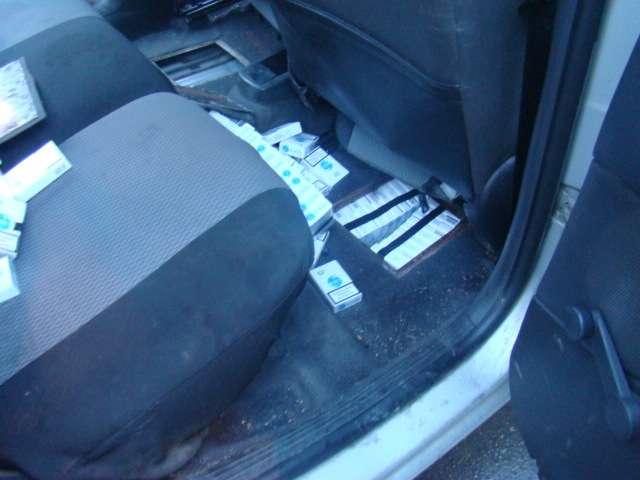 FOTO + VIDEO - Urmăriri în trafic, 9.500 pachete ţigări confiscate şi 6 maşini indisponibilizate