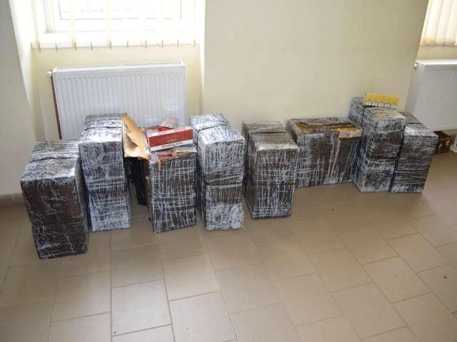 FOTO - 4.000 de pachete ţigări confiscate de către poliţiştii de frontieră