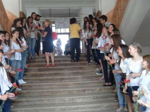 """FOTO: Colegiul Național """"Dragoș-Vodă"""" - `Tineri` absolvenți, prezenți la întâlnirea de 50 de ani de la terminarea liceului"""
