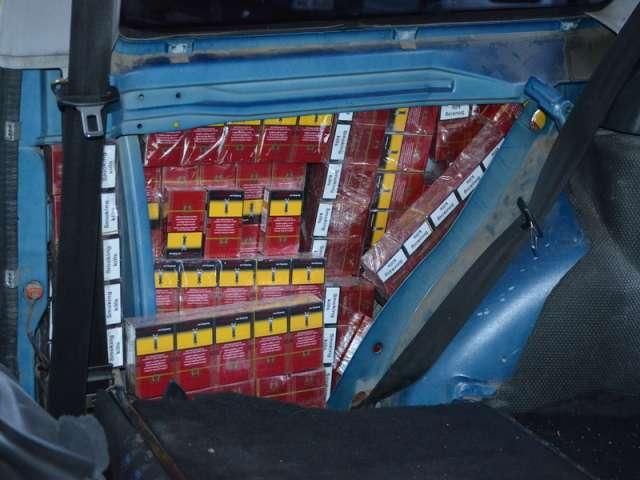FOTO + VIDEO: Ţigări  în valoare de peste 184.000 lei, confiscate de către polițiștii de frontieră
