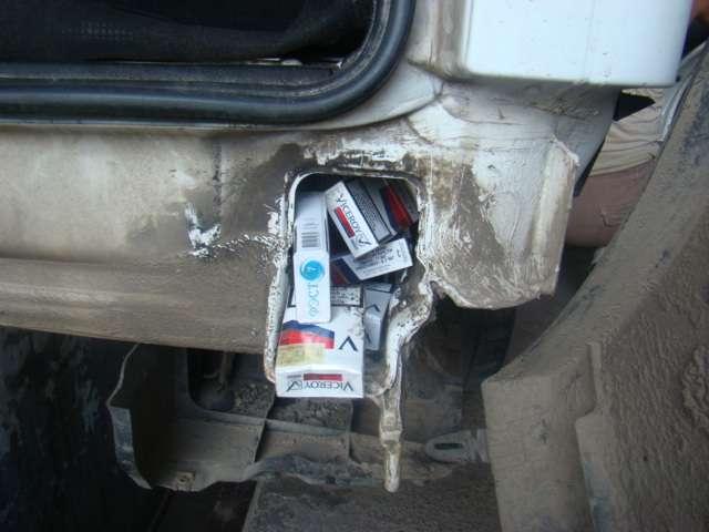 Trei autoturisme cu ţigări, depistate în PTF Siret