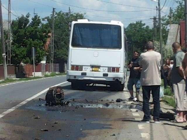 (FOTO) Câmpulung la Tisa: Autocar plin cu pasageri s-a dezmembrat in timpul mersului