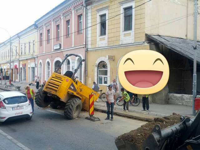 SIGHET - După muncitorii care lucrau dormind în cartierul Unirii, acum a venit rândul celor din centru să își demonstreze talentul