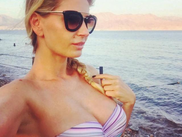 Fotografii incendiare cu Andreea Bănică de pe plajă
