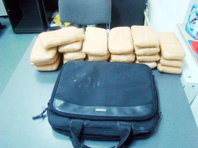 Poliţiştii au făcut o captură record de heroină în Vama Petea