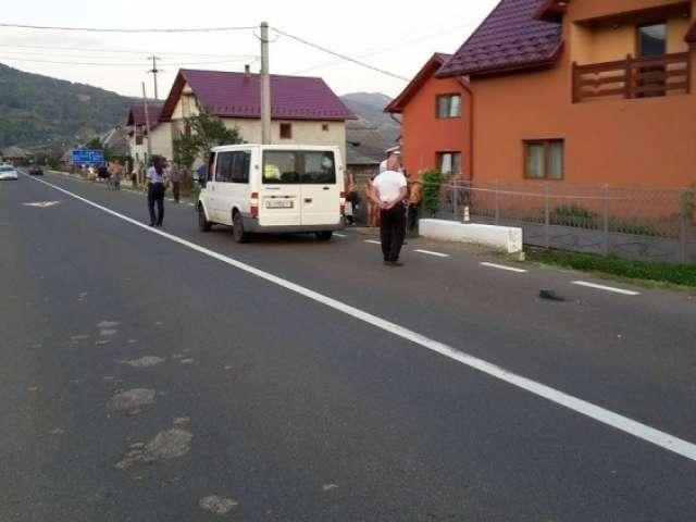 ACCIDENT MORTAL: Un bărbat şi-a pierdut viaţa după ce a fost lovit de un microbuz pe DN 18