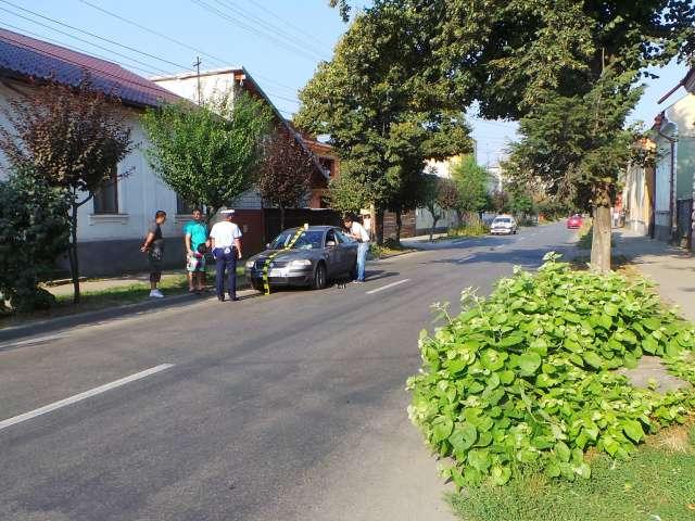 FOTO: ACCIDENT - Un bărbat a fost lovit de o mașină pe str. Alexandru Ivasiuc, fiind rănit grav la cap