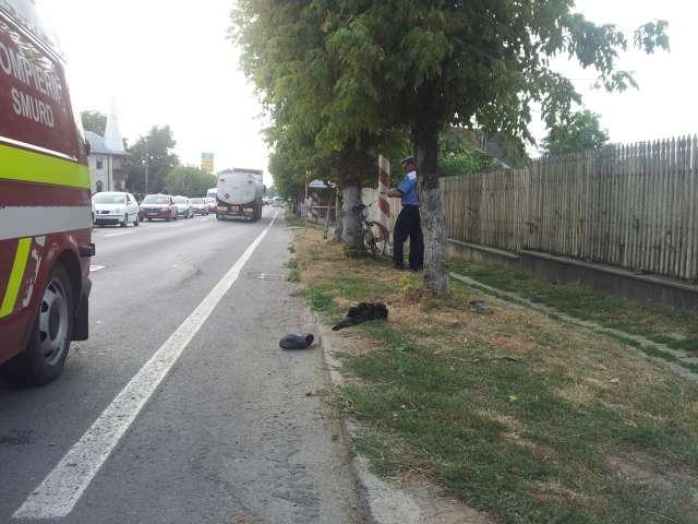 SIGHET: Biciclist transportat de urgenţă la spital după ce s-a lovit puternic la cap