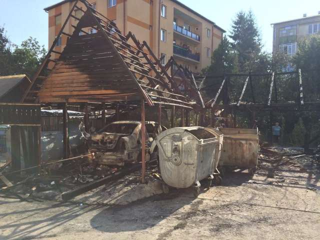 FOTO & VIDEO - SIGHET: Incendiu de proporții în cartierul Nucului. Mai multe garaje, făcute scrum