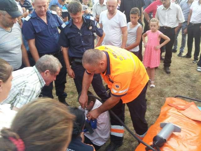 """FOTO: SĂPÂNȚA - Incident la Festivalul """"Drumul lung spre Cimitirul Vesel"""". Un bărbat s-a autoaccidentat și și-a rupt mâna"""