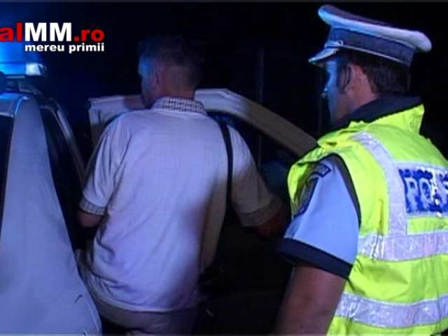 VIDEO - Un `stranier` beat turtă a ajuns cu mașina într-o râpă în Baia Sprie