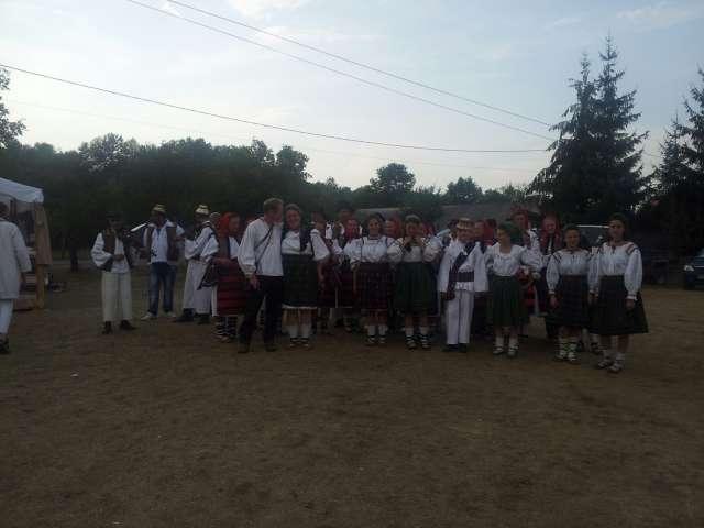 """GALERIE FOTO - S-a încheiat Festivalul Intercultural de Tradiţie Marmureşeană """"Drumul lung spre Cimitirul Vesel"""""""