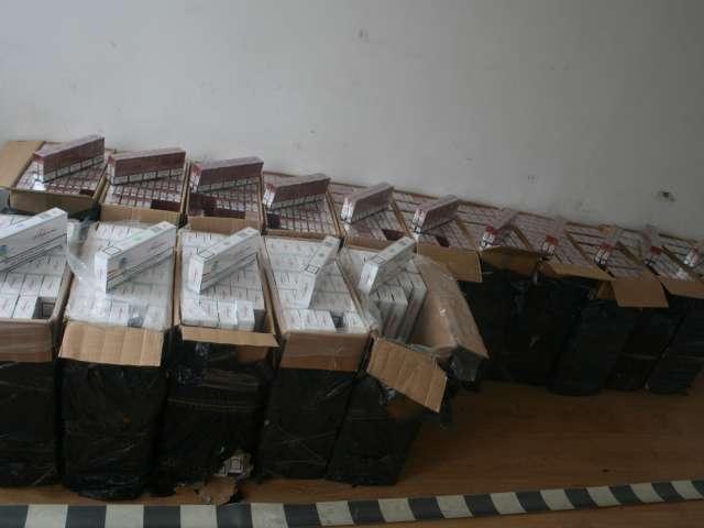 FOTO - 30.000 pachete de ţigări de contrabandă descoperite de către Polițiștii de frontieră