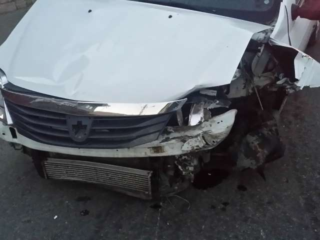 FOTO: ACCIDENT - Un șofer neatent a acroșat un autoturism care circula regulamentar pe str. N. Titulescu din SIGHET