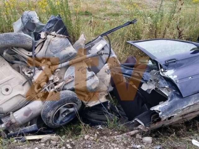 FOTO ȘOCANTE  – Un BMW din Maramureş s-a dezintegrat pe un drum din Sălaj