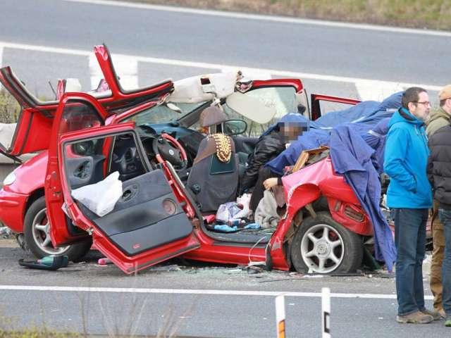 Cei trei români internați în spital după accidentul din Cehia sunt în stare inconștientă