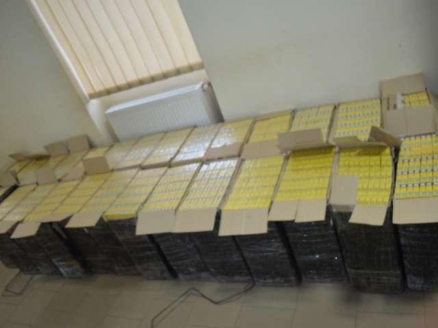 FOTO: Țigări de contrabandă descoperite de polițiștii de frontieră în beciul unei case din Bocicoiu Mare. Captură de țigări și în Sarasău și Sighet